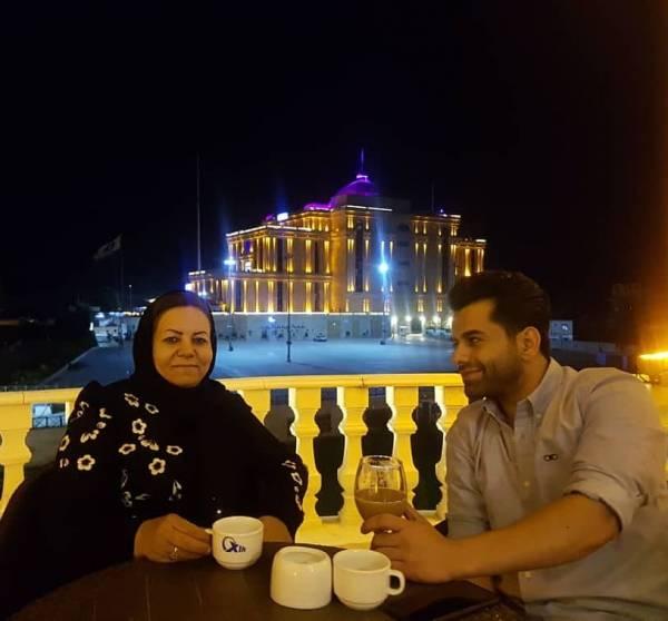 رضا-بهرام-و-مادرش