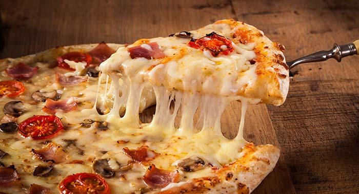 دستور پخت پیتزای خانگی + تمام فوت و فن ها