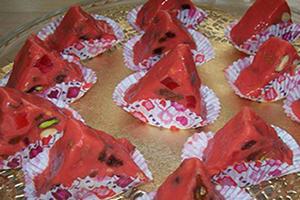 آموزش روش تهیه شکلات هندوانه ای یلدا