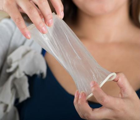 کاندوم زنانه چیست؟ عکس و نحوه استفاده