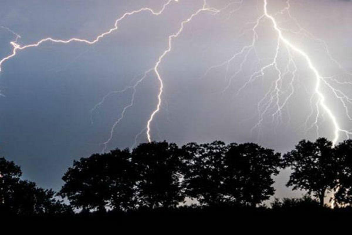 وقوع رگبار رعد و برق و باران در برخی استانها