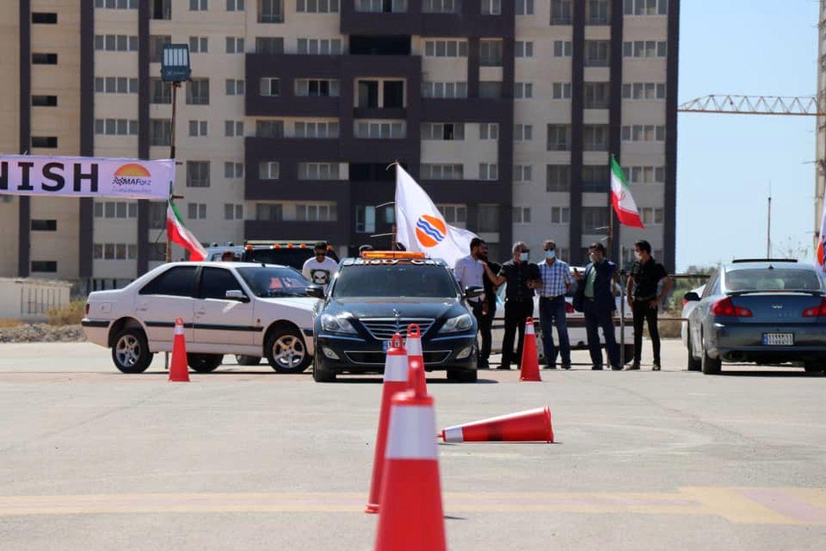 بازدید مدیرعامل سازمان منطقه آزاد قشم از مراحل آماده سازی پیست اتومبیلرانی مسابقات اسلالوم قشم