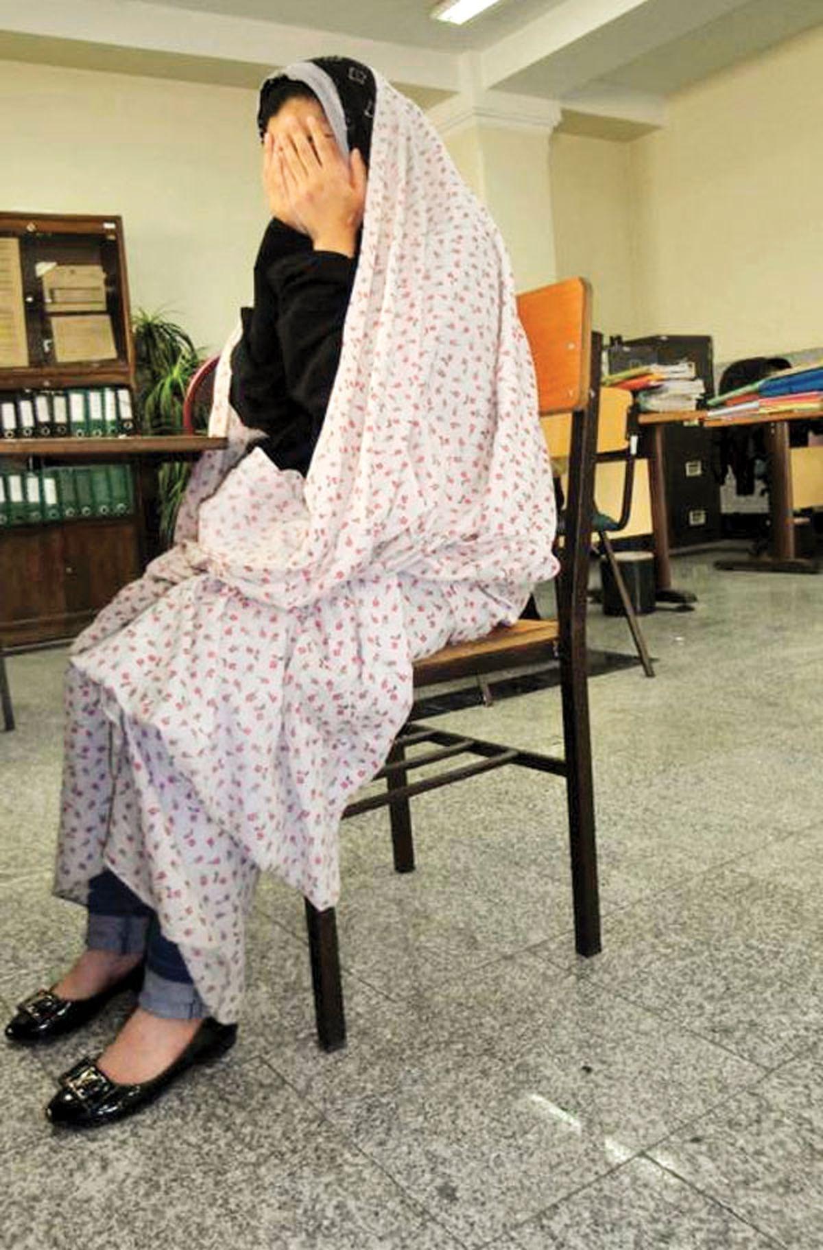 قتل پدر توسط دختر در البرز/ سه ضربه به ناحیه پهلوی پدرم وارد کردم