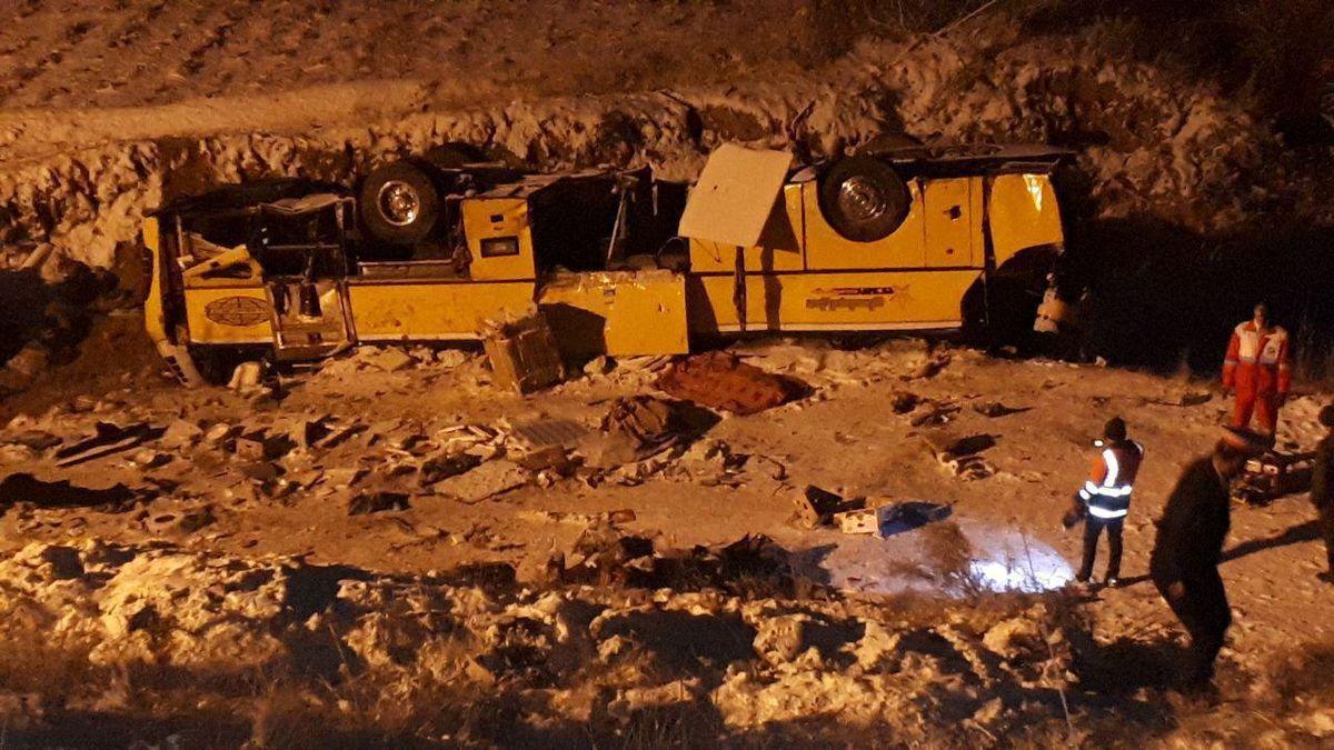 واژگونی اتوبوس در محور زنجان - تبریز/ ۱۸ نفر کشته و مصدوم شدند + اسامی