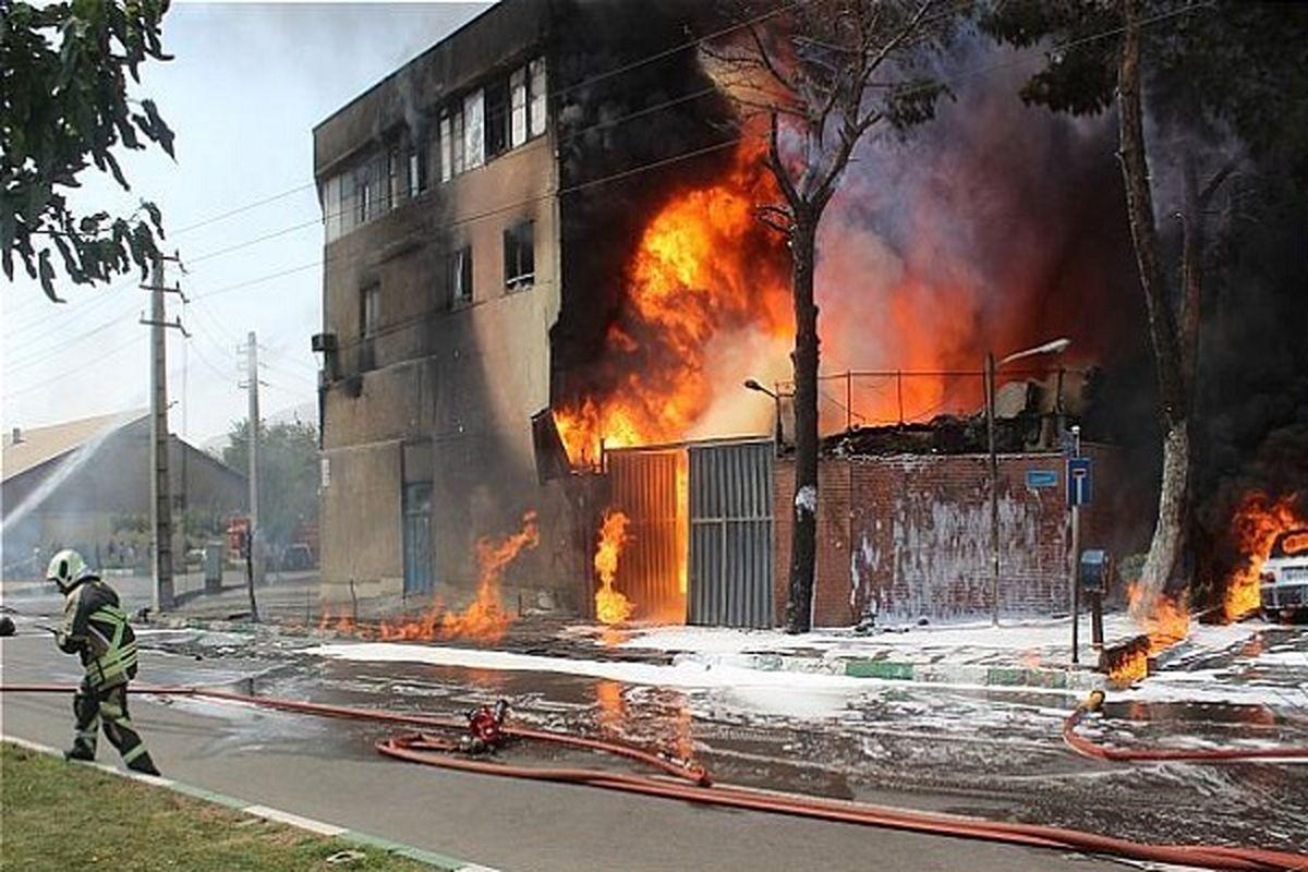 آتشسوزی در کارخانه نگهداری مواد نفتی