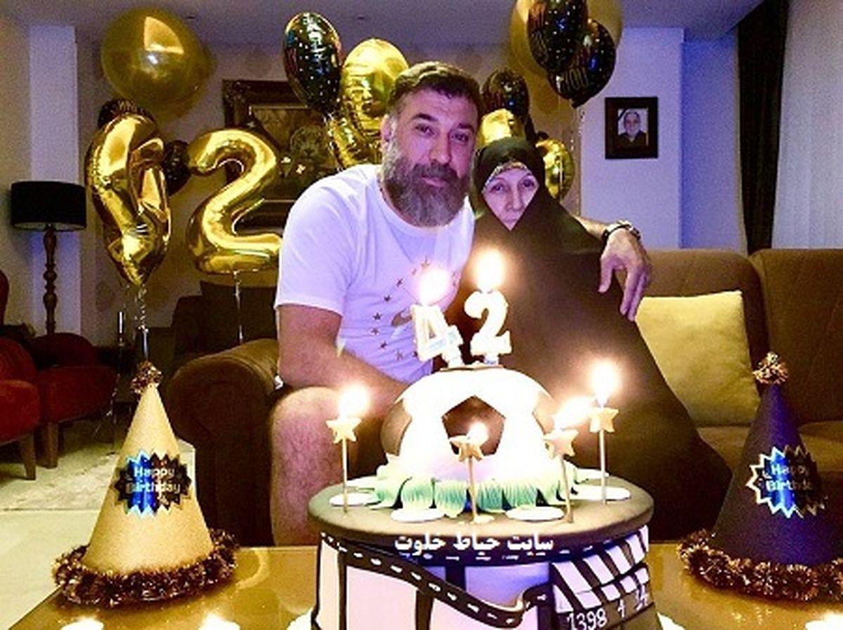 جشن تولد جگرسوز علی انصاریان در بهشت زهرا + فیلم