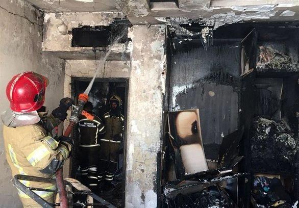 نجات زن جوان پس از آتشسوزی در اتاقخواب + تصاویر