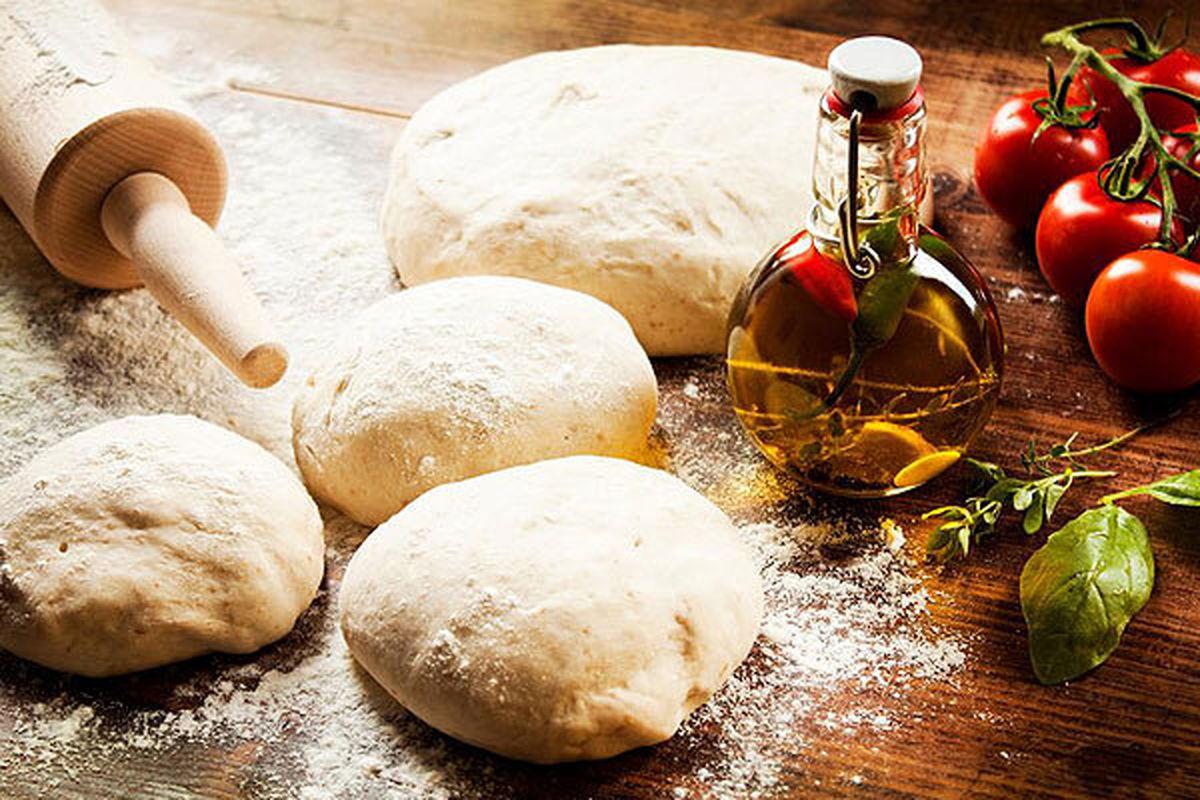 طرز تهیه خمیر پیتزای خانگی
