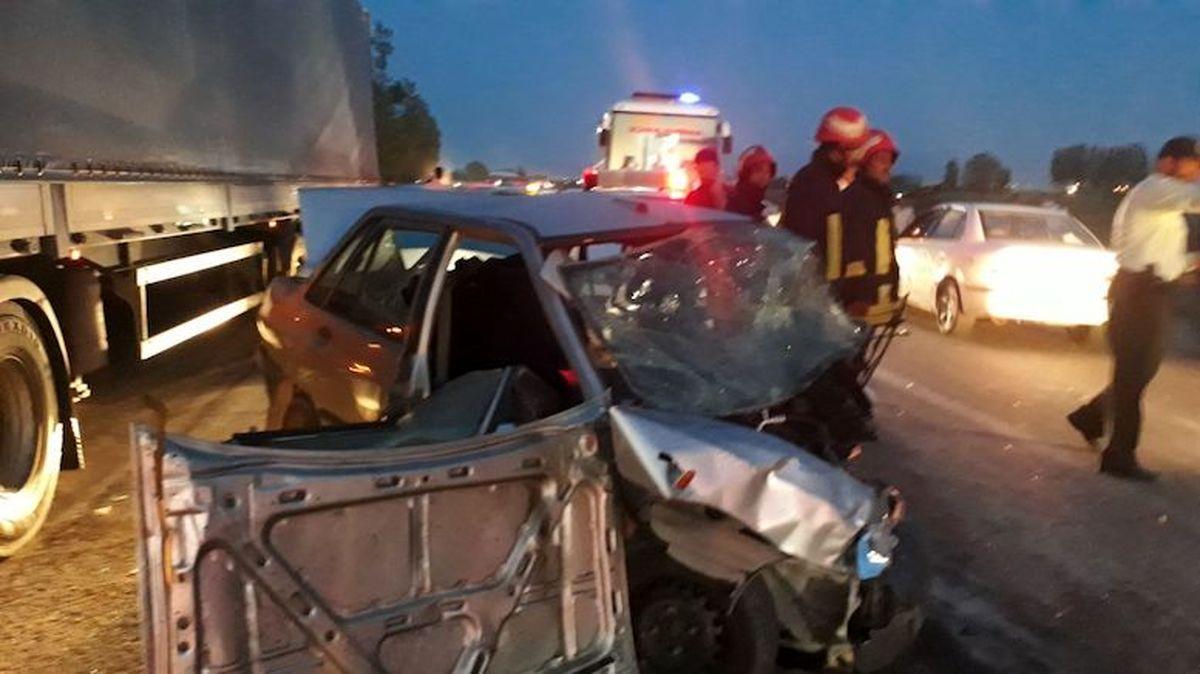 تصادف زنجیرهای سه مسافر را به کشتن داد