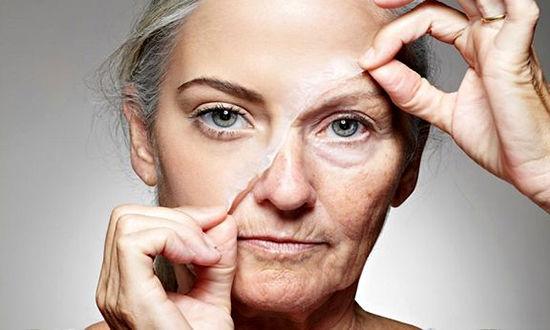 ۱۰ ماده غذایی مضر که سریعتر پیرتان میکند