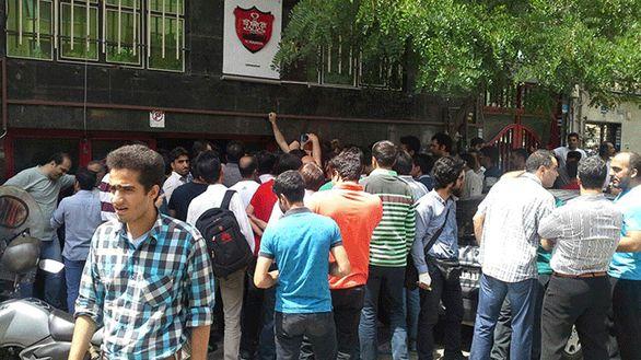 حمله پرسپولیسیها به وزارت ورزش + عکس