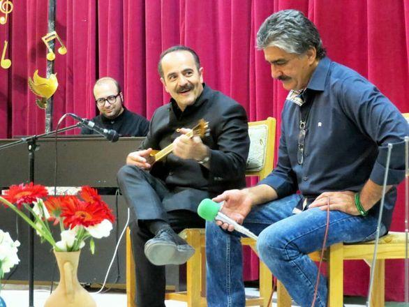 کنسرت استاد «کیوان ساکت» و مهدی بهزادپور معروف به بهزاد در دلیجان برگزار شد