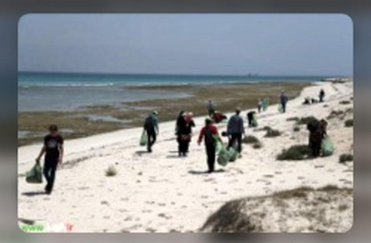 اجرای طرح پاک سازی ساحل غربی کیش