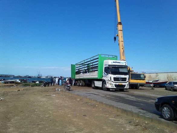 خدمات رسانی ۲۰ دستگاه ماشین سنگین منطقه آزاد در مناطق سیلزده