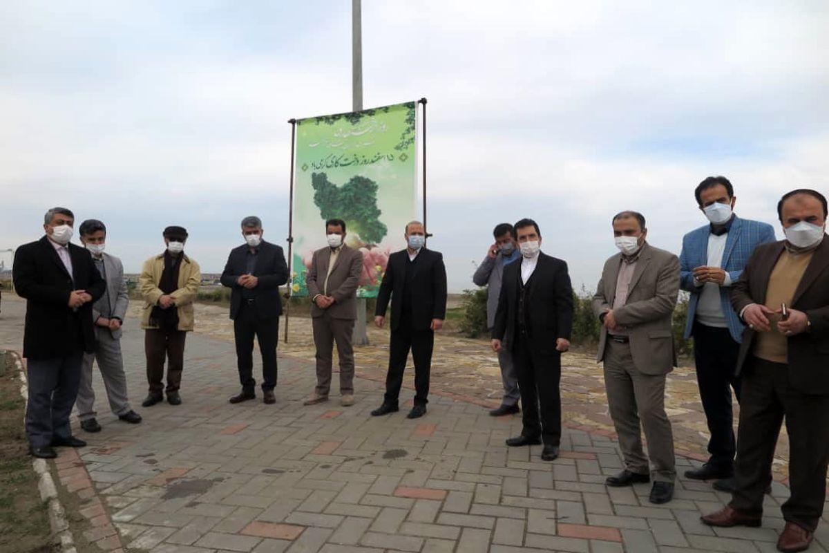 هم زمان با هفته منابع طبیعی و درخت کاری و با حضور سرپرست سازمان منطقه آزاد انزلی تعدادی نهال غرس شد