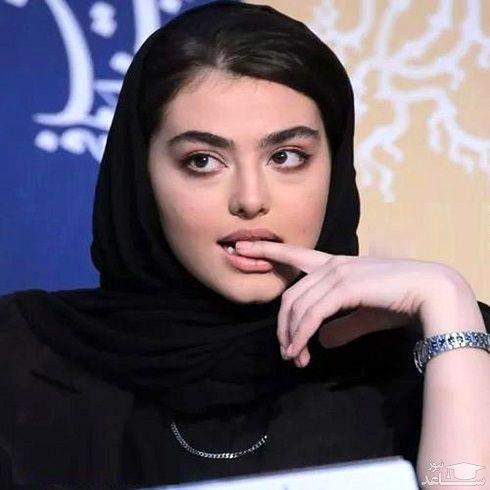 ژست های عجیب ریحانه پارسا در جشنواره فجر
