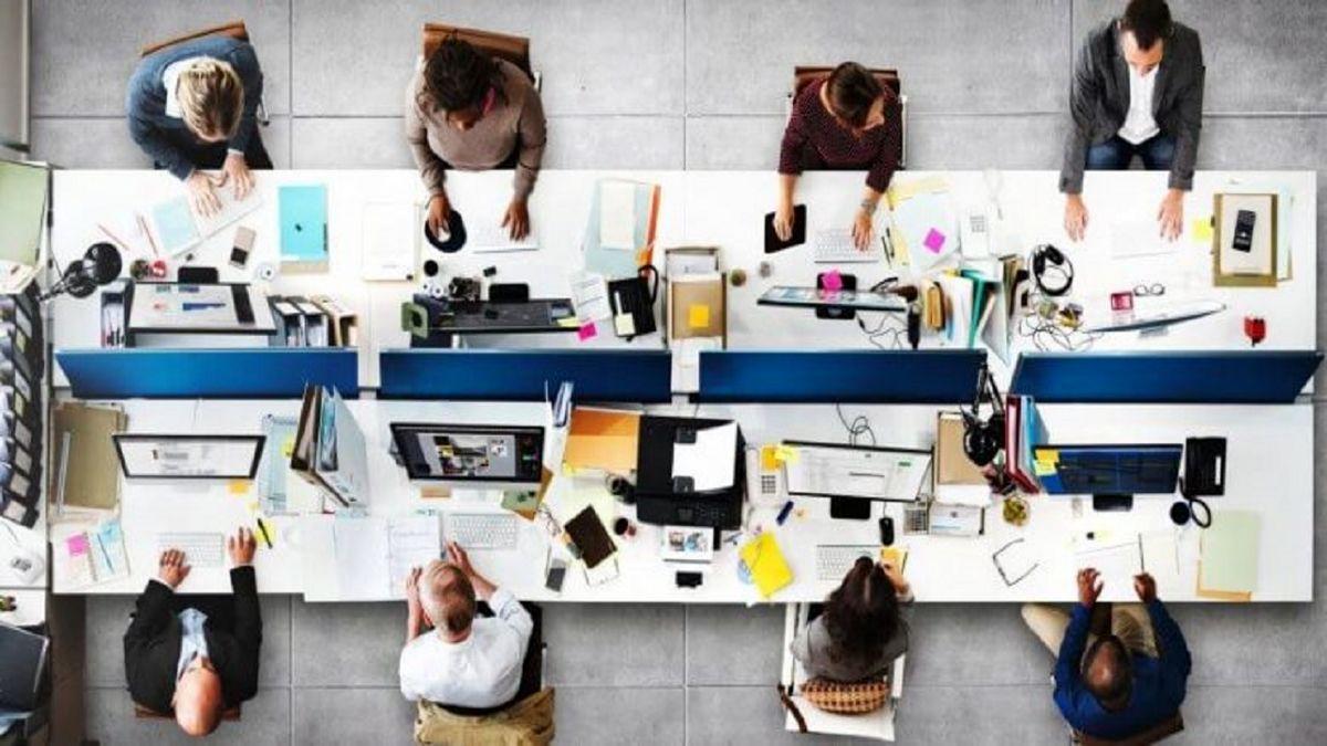 فاصله گذاری اجتماعی را در محل کارتان جدی بگیرید