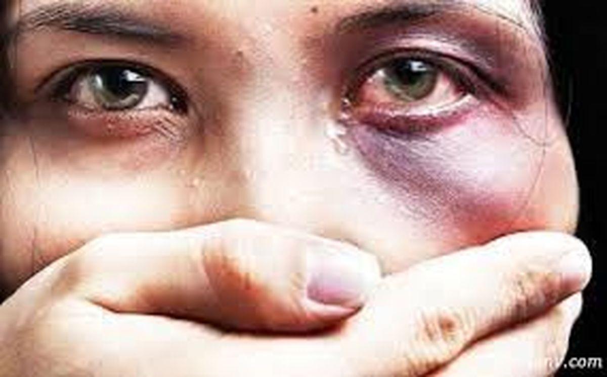 تجاوز وحشتناک پدر به دختر باکره اش در حمام خانه + جزئیات