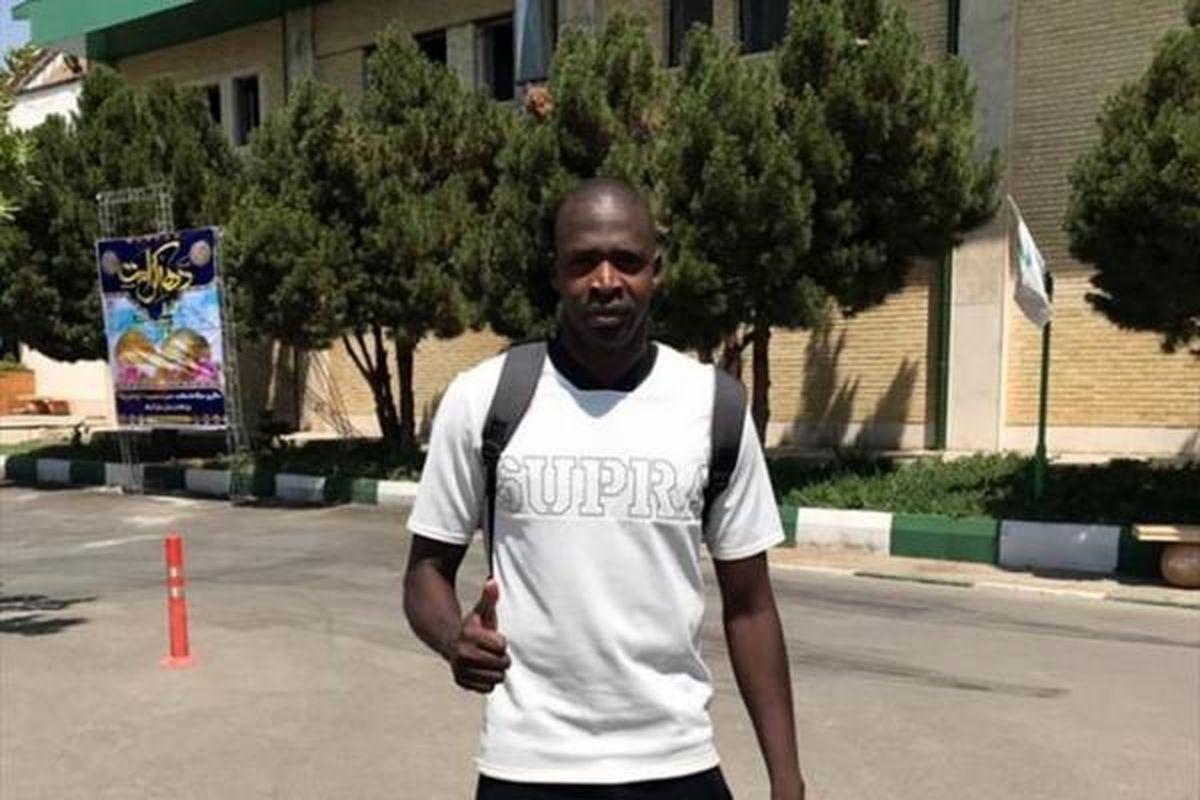 غول آفریقایی در تمرین استقلال حضور یافت + عکس