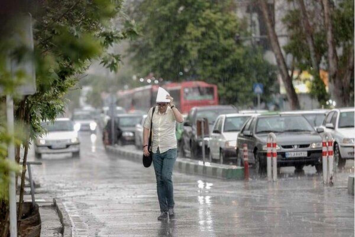 رگبار و رعد و برق در تهران منجر به آبگرفتگی شد