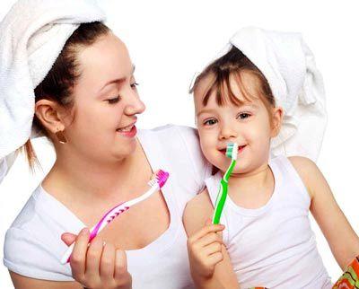 کودکان از چه سنی باید شروع به مسواک زدن کنند؟