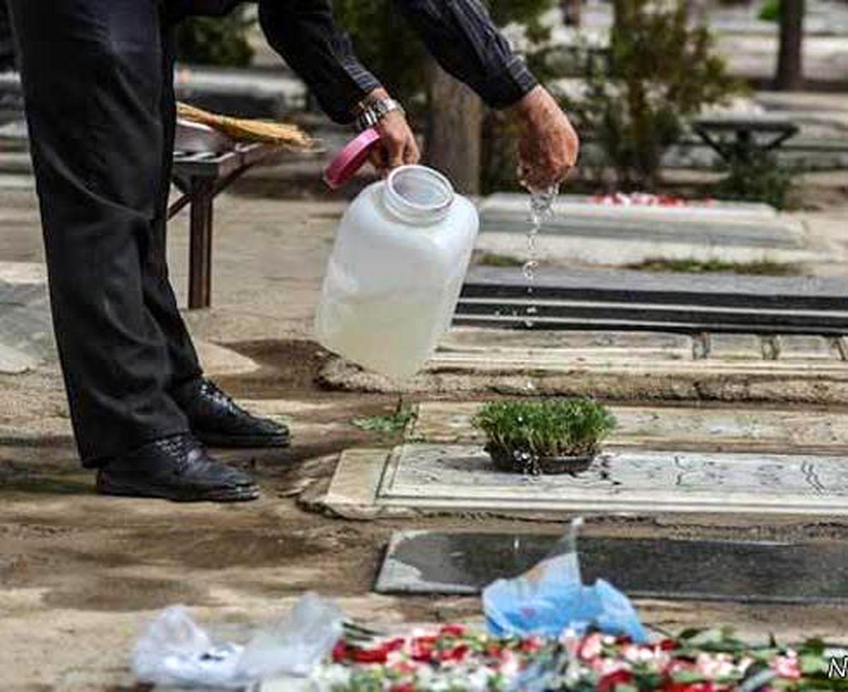 دلایل ریختن آب روی سنگ قبر چیست؟