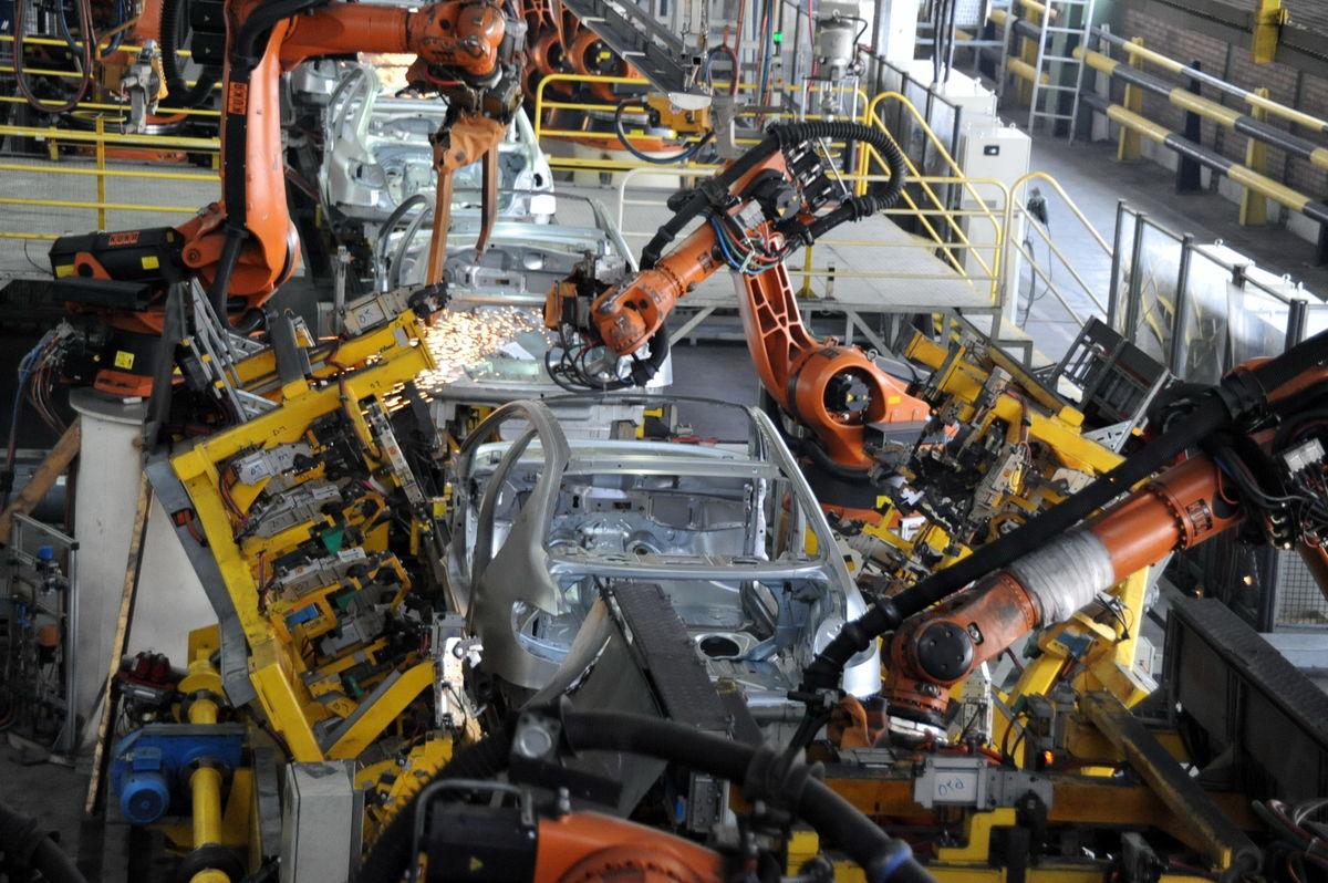 افزایش تولید ایران خودرو ۵۰ درصدی شد