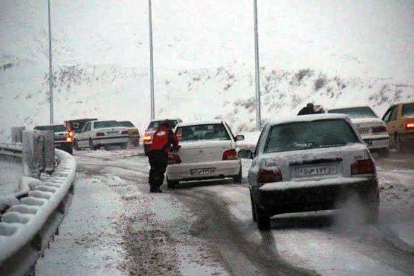 به دلیل بارش شدید برف و کولاک ۲ محور مسدود شد