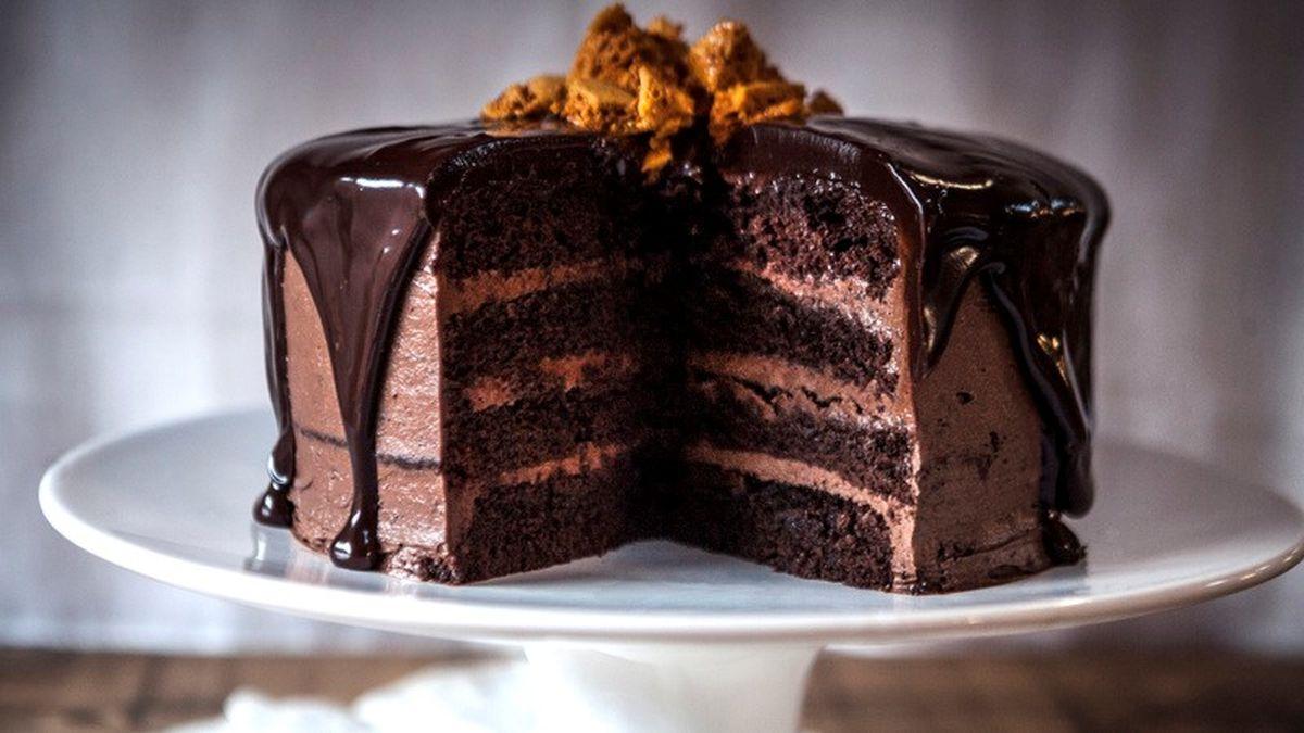 نکات تزیین و طرز تهیه کیک شکلاتی و خیس