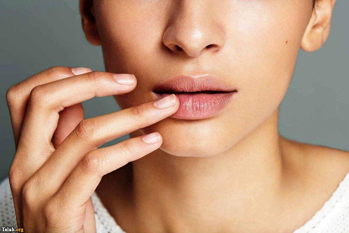 پوست های لب را چگونه لایه برداری کنیم؟
