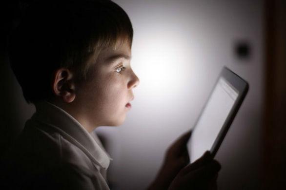 تاثیر لوازم الکترونیکی بر کندیِ رشد کودکان