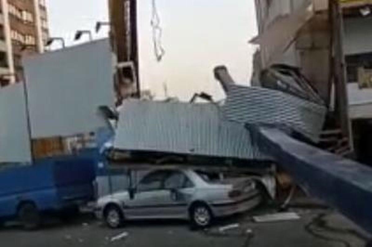 سقوط ستون ساختمان خیابان سعادت آباد را بهم ریخت + فیلم