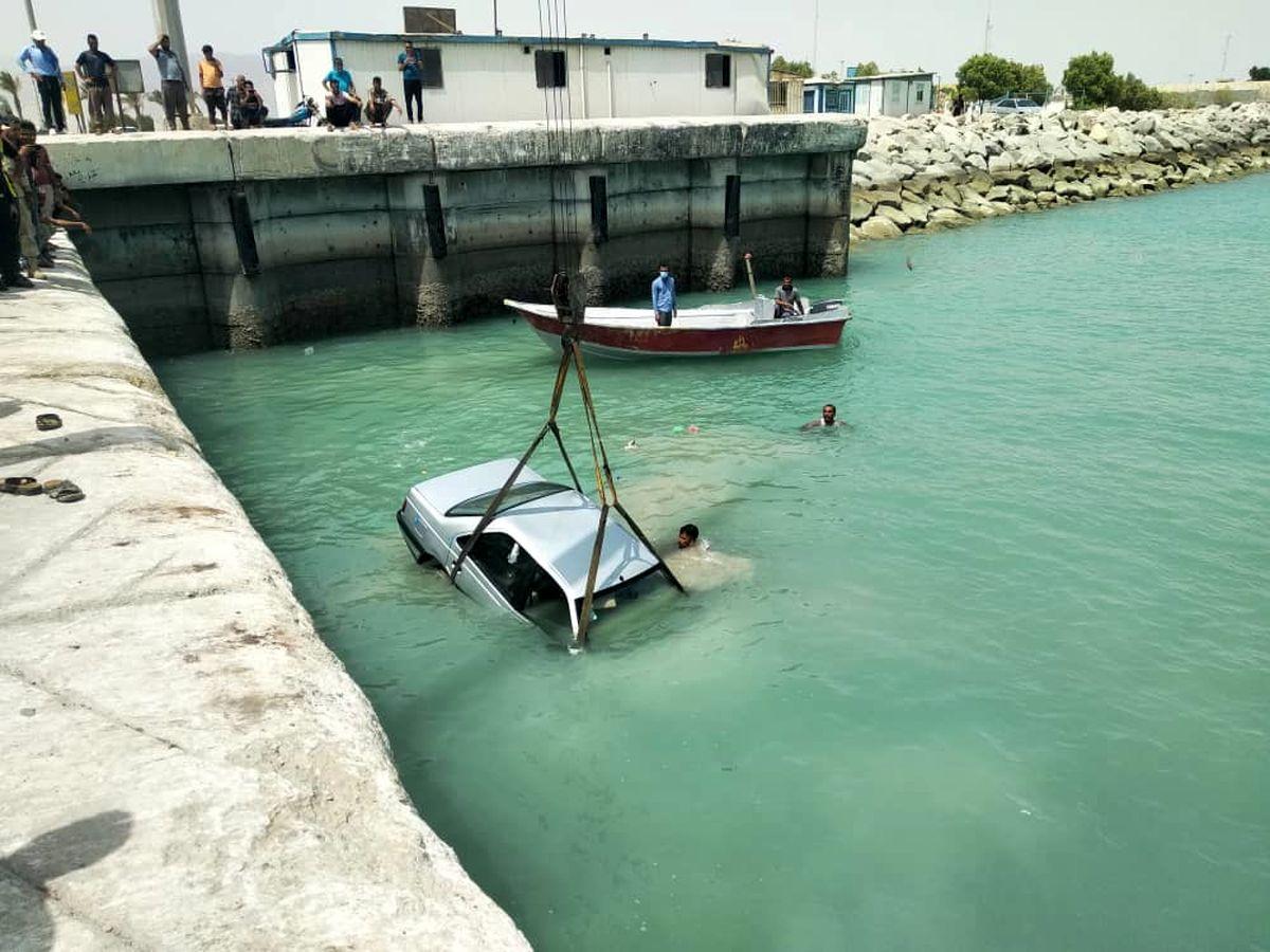 نجات تمام سرنشینان خودروی حادثه دیده در بندر پهل