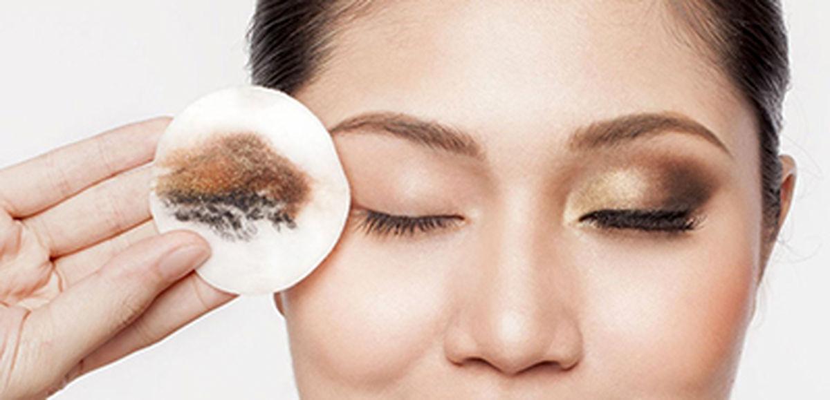 این بیماری از پاک نکردن آرایش به وجود می آید