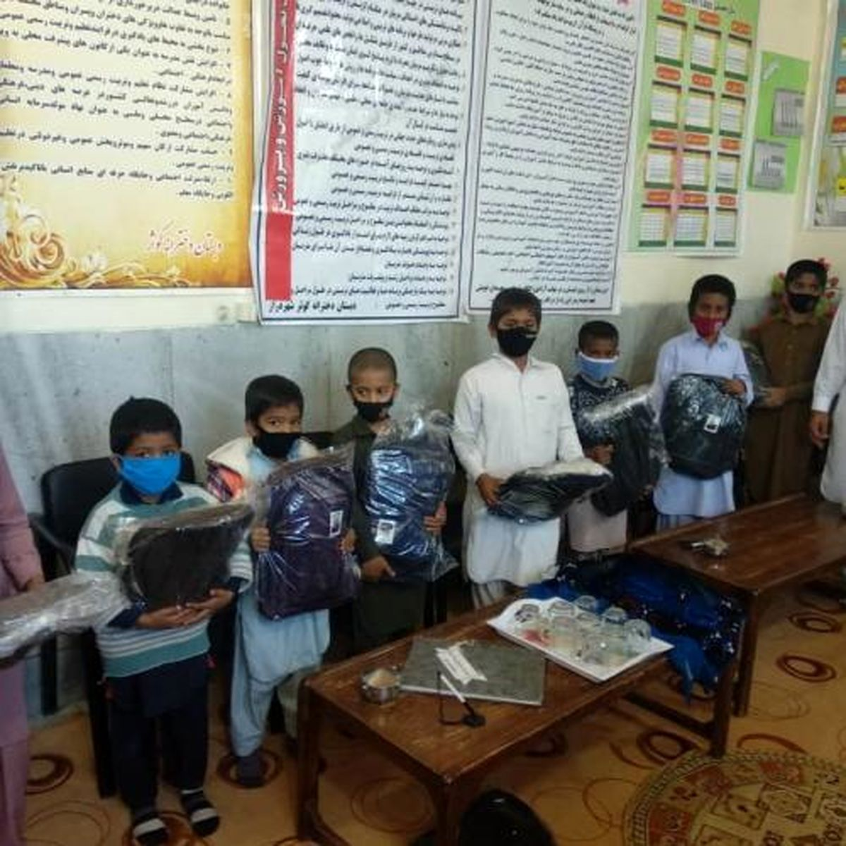 توزیع ۱۳۰۰ بسته اقلام تحصیلی در آستانه مهرماه