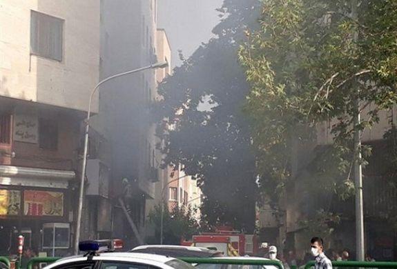 یک پست برق در میدان فردوسی آتش گرفت  + فیلم