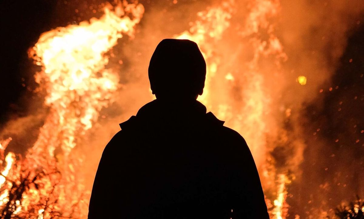 مرد جوان وسط میدان نارمک خودش را آتش زد!