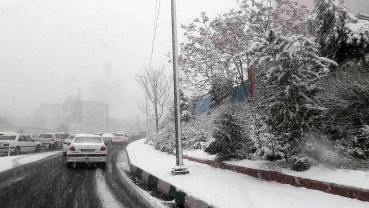 بارش برف در آزادراه تهران - شمال