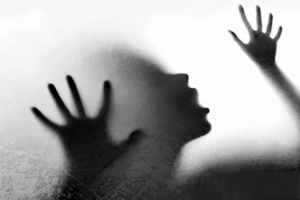 تجاوز مرد شیطان صفت به زن زیبا در خیابان در تاریکی شب + عکس