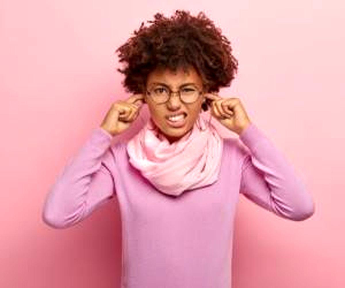 با این چند روش اجسام گیر کرده در گوش را خارج کنید