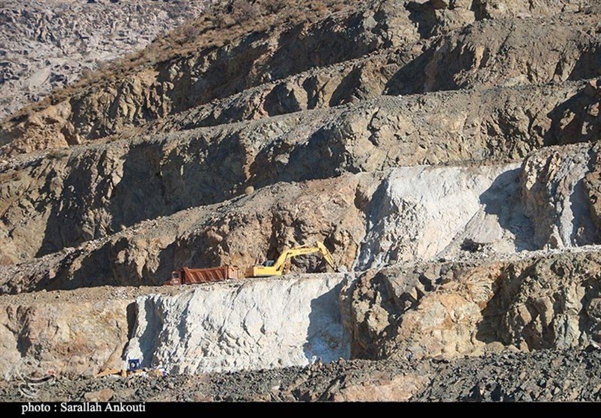 """بهبود معیشت و اشتغالپایدار اولین نتایج آغاز فعالیت معدن """"راوه"""" است"""