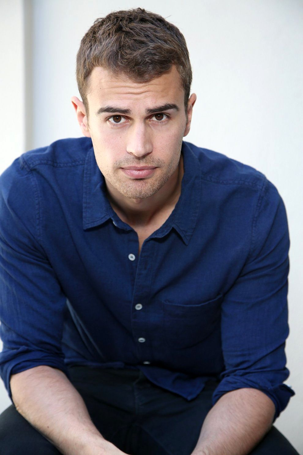 Divergent's' Theo James a fresh Hollywood flame - The San Diego Union-Tribune