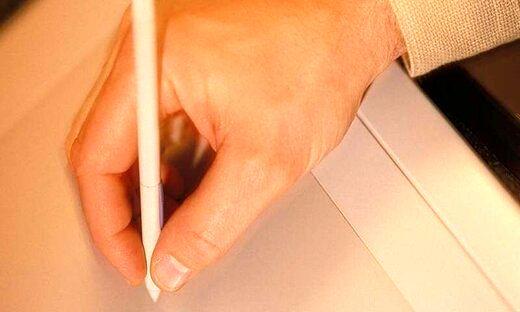 نوشتن نگرانیها روی کاغذ از اضطرابتان میکاهد