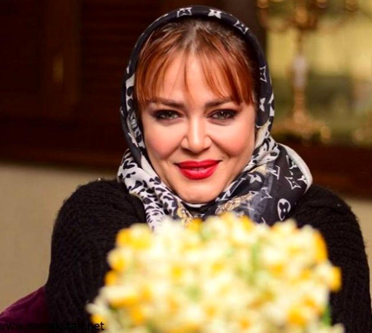 ژست بچگانه بهاره رهنما در آشپزخانه خانه اش   عکس بهاره رهنما و حاجی