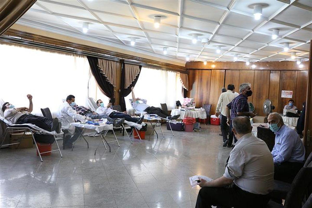 اهدای خون کارکنان سازمان تامین اجتماعی