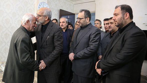 حضور مدیرعامل و عضو هیئت مدیره بانک سپه در منزل شهید وحید زمانی نیا