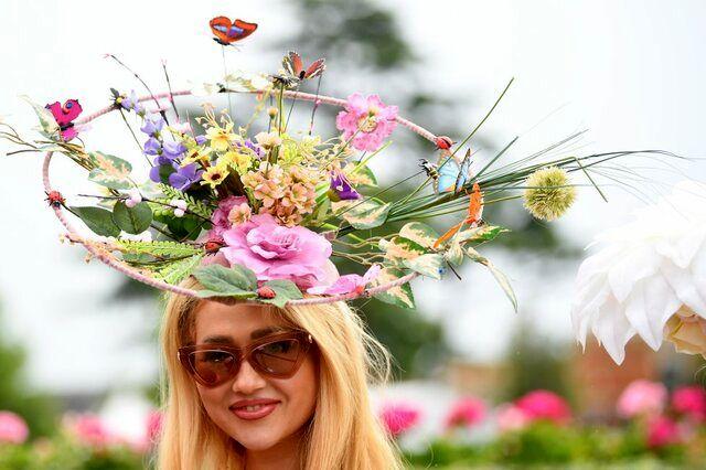 کلاه های عجیب  در مسابقات اسب سواری سوژه رسانه ها شد