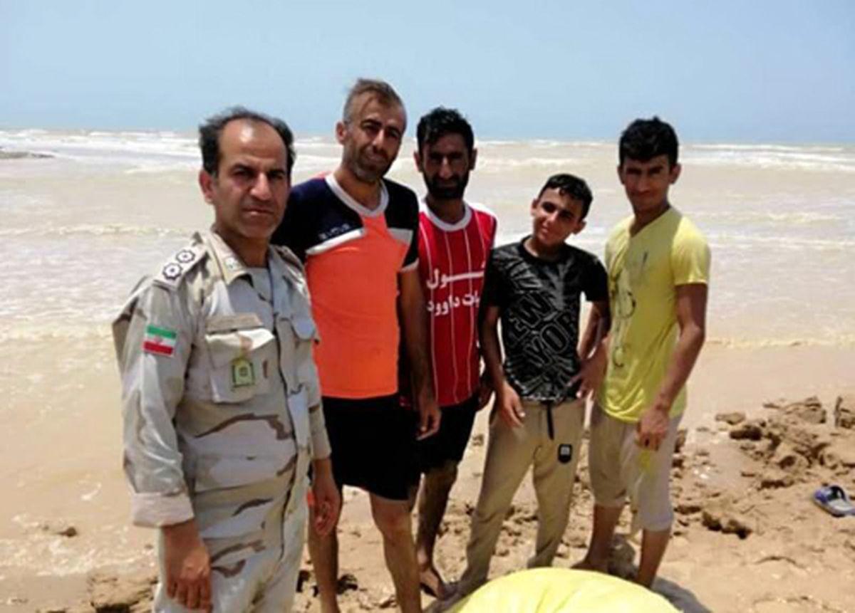 نجات سه گردشگر از آبهای بندر ریگ