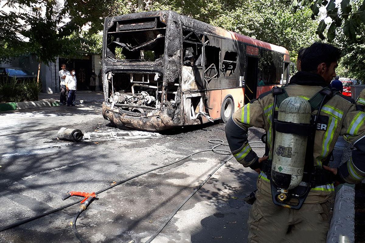 آتش گرفتن اتوبوس خط واحد در میدان رسالت + عکس