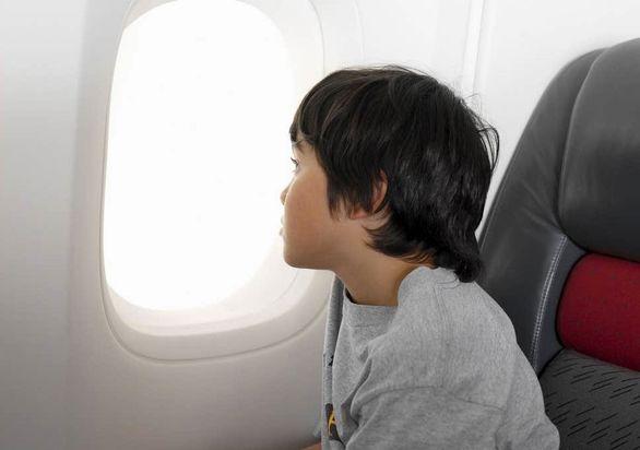 برای سفر کودکان تنها با هواپیما چه اقداماتی لازم است؟
